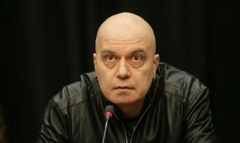 """""""Моля ви, спасете ме от този дядка!"""", бесен е Слави"""