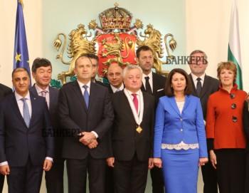 """Президентът връчи орден """"Мадарски конник"""" на влюбен в България посланик"""