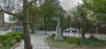 Кмет не даде да бутнат паметник антифашист