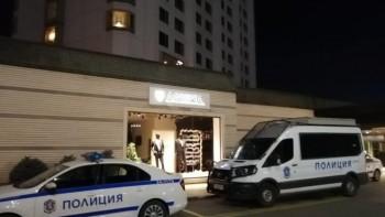 Полиция щурмува работещ нелегално ресторант